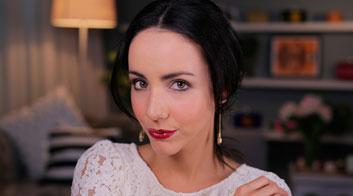 Maquillaje para Navidad: Labios rojos efecto vinilo