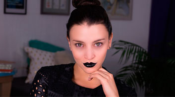 Maquillaje de noche: Labios negros góticos