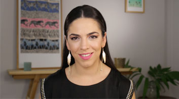 Tutorial de maquillaje de fiesta dramático en tonos metalizados con Andrea Flores